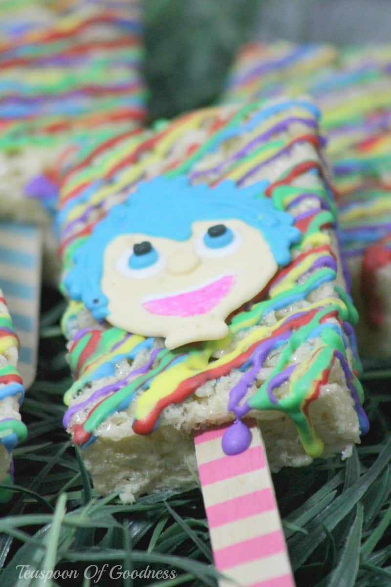 Planning an event around the Inside Out movie or just want to have a fun treat for your kids? These Inside Out movie treats are perfect for birthdays, movie nights and more!