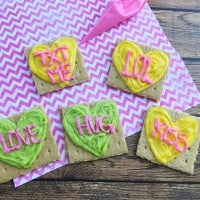 Everyone remembers the classic conversation heart candies from childhood, and now you can make this fun Valentine's Day recipe with graham crackers to resemble Conversation Hearts with your kids! - Teaspoon Of Goodness