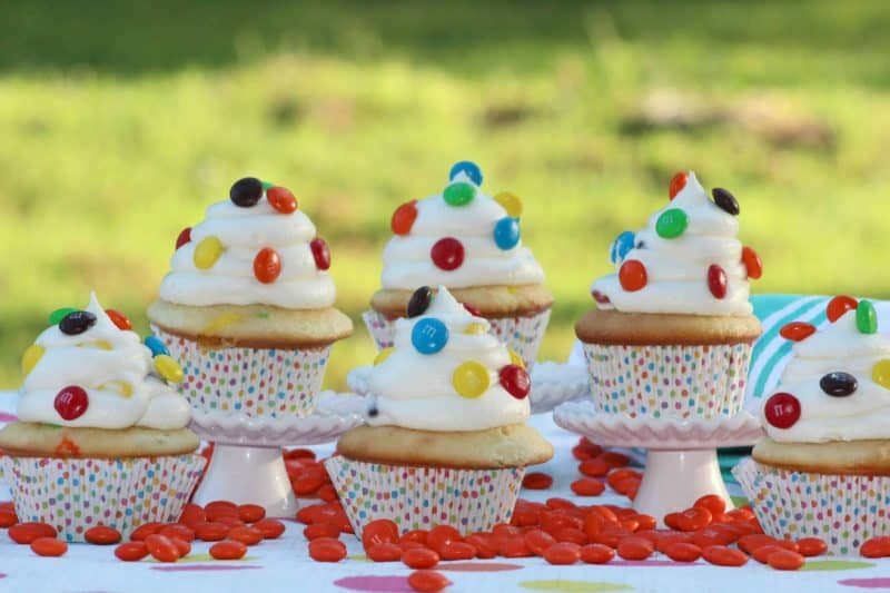 With delicious flavors in a bite sized cake, these M&M Cupcakes are the perfect idea for your summer get together! - Teaspoon of Goodness