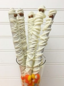 I love making fun Halloween treats, and this is a super easy and totally cool Mummy Pretzel Rods idea that everyone loves. - Teaspoon of Goodness