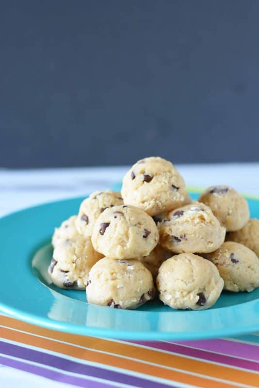 This super easy No Bake Chocolate Chip Cookies Ball recipe is a new favorite.  I am such a big fan of anything that is no bake and chocolate, so I was pretty sure I would love this recipe. - Teaspoon of Goodness