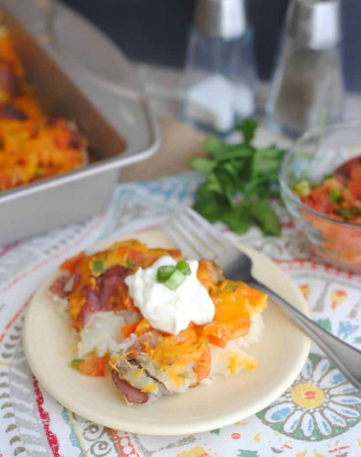 I never dreamed that mixing salsa and cheddar in together would make such a savory taste but these Salsa & Cheddar Redskin Potatoes are AMAZING! - Teaspoon of Goodness