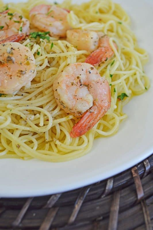 Shrimp scampi pasta recipe on a plate ready to be served.